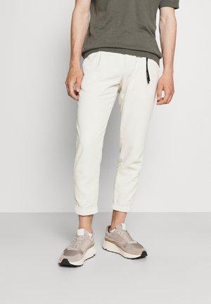 LOUIS - Chino - pastel grey