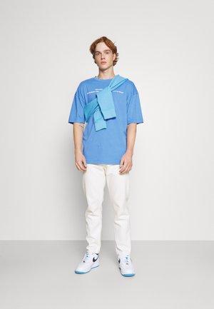 OVERSIZED UNISEX - T-shirts print - azure blue