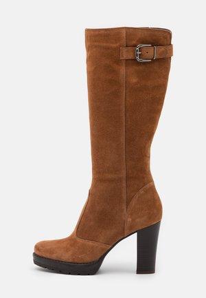 LEATHER - Kozačky na vysokém podpatku - brown