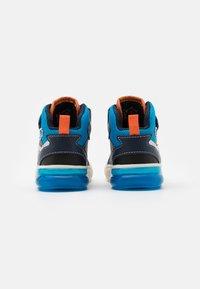 Geox - GRAYJAY BOY - Sneakersy wysokie - navy/light blue - 2