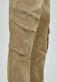 PULL&BEAR - Cargo trousers - beige - 6