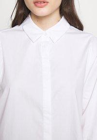 Vero Moda Petite - VMMIE SHIRT PETIT - Button-down blouse - bright white - 5
