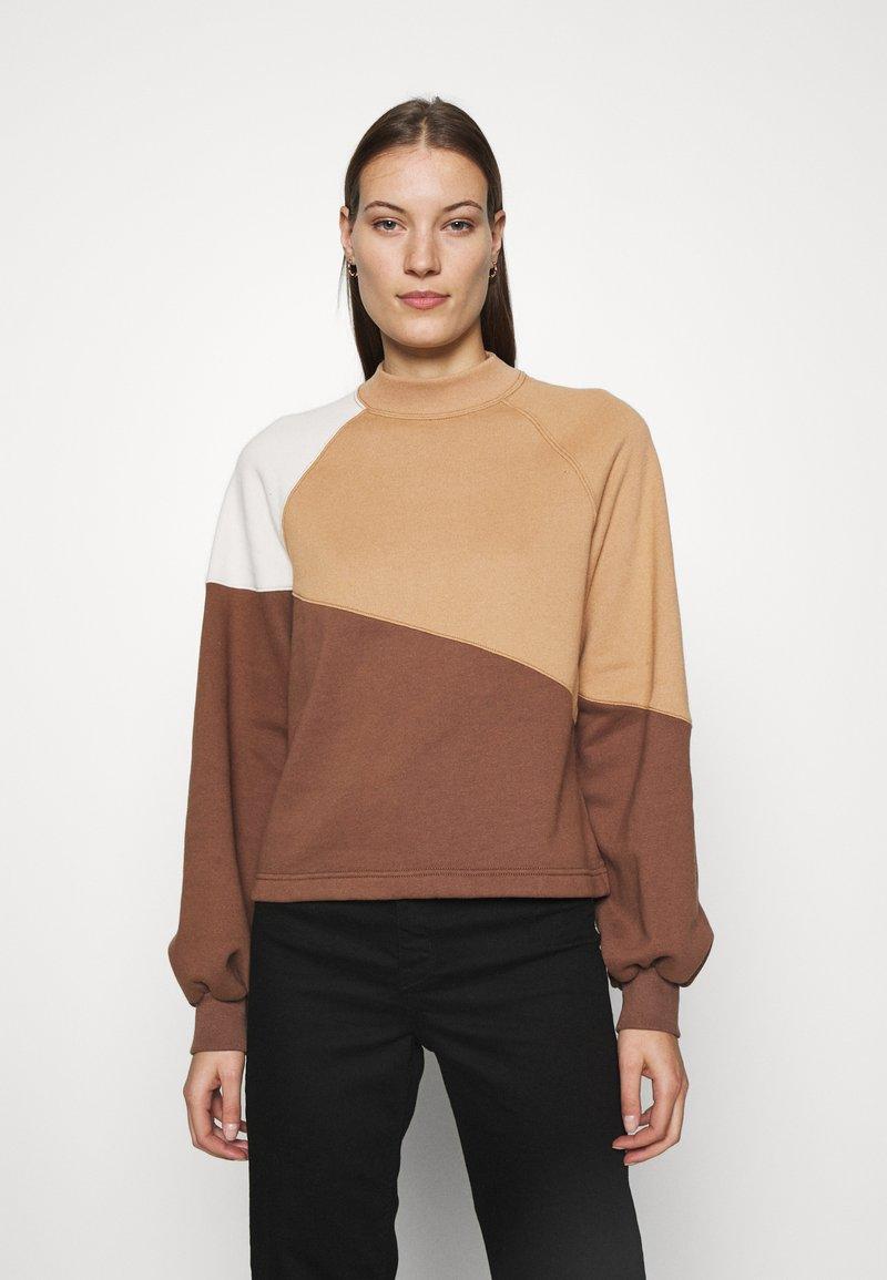 Abercrombie & Fitch - WEBEX MINI MOCK CREW - Sweatshirt - brown