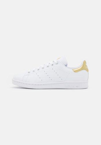 STAN SMITH  - Zapatillas - footwear white/gold metallic