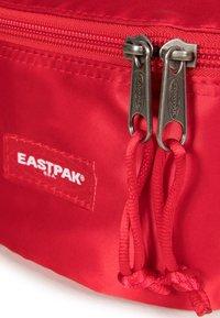 Eastpak - SPRINGER SATINFACTION - Bum bag - red - 4