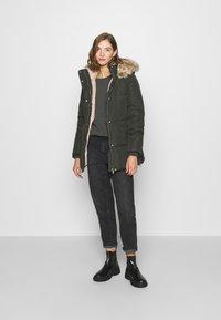 Vero Moda - VMFINLEY JACKET - Zimní kabát - peat - 1