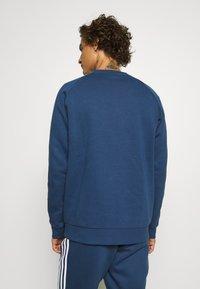 adidas Originals - 3 STRIPES CREW UNISEX - Sweatshirt - nmarin - 2
