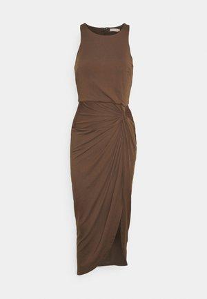 OUT TILL DAWN DRESS - Žerzejové šaty - nougat