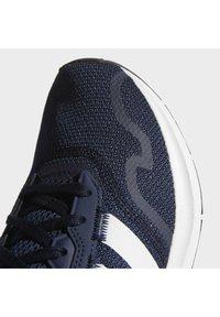 adidas Originals - SWIFT UNISEX - Sneakers - conavy/ftwwht/cblack - 9