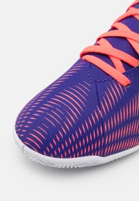 adidas Performance - NEMEZIZ .4 FOOTBALL SHOES INDOOR UNISEX - Indoor football boots - energy ink/signal pink/signal green - 5