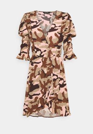 Day dress - camouflage peach