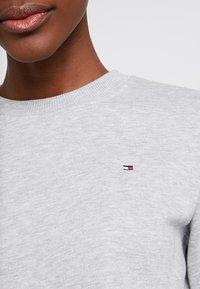 Tommy Hilfiger - HERITAGE CREW NECK  - Sweater - light grey - 5