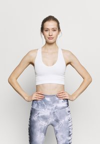 Free People - FREE THROW CROP - Light support sports bra - white - 0