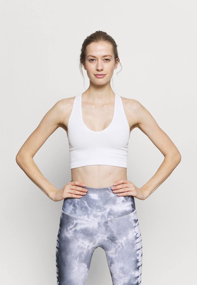 Free People - FREE THROW CROP - Light support sports bra - white