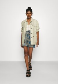 Vero Moda - VMSAGA  - Shorts - birch - 1