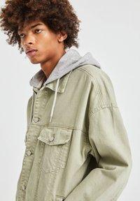 PULL&BEAR - Denim jacket - khaki - 3