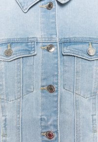 Vero Moda Curve - VMFAITH JACKET - Veste en jean - light blue denim - 2