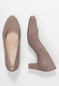 Bugatti - Classic heels - sand - 3