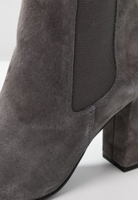 Anna Field Select - LEATHER HIGH HEELED ANKLE BOOTS - Stivaletti con tacco - grey - 2