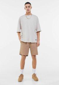 Bershka - Shorts - beige - 1