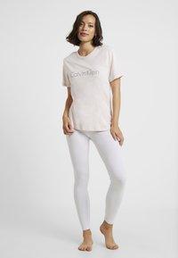 Calvin Klein Underwear - COMFORT CREW NECK - Pyžamový top - nymphs thigh - 1
