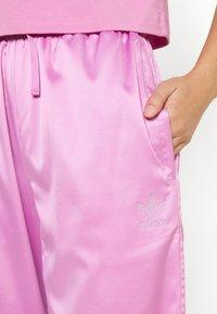 adidas Originals - WIDE LEG PANT - Broek - bliss orchid - 4