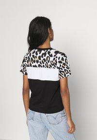 Fila - ANOKIA BLOCKED TEE - Print T-shirt - bold/black/bright white - 2