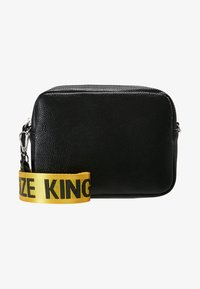 Missguided - CREATIVE MANIFESTO KINGSIZE TAPE BAG  - Axelremsväska - black - 5