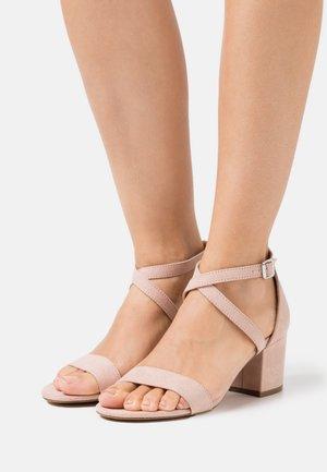 Sandaalit nilkkaremmillä - light pink
