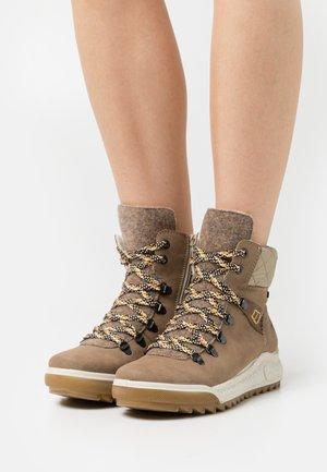 Winter boots - fango/wood/mogano/beige