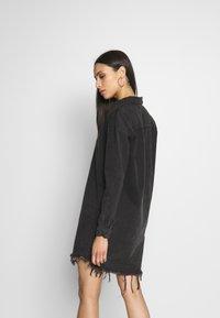 Missguided Tall - OVERSIZED DRESS STONEWASH - Denimové šaty - black - 2