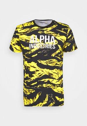 TIGER CAMO - Print T-shirt - yellow