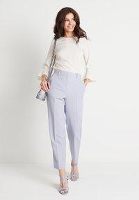 NA-KD - ZALANDO X NA-KD STRAIGHT SUIT PANTS - Pantalones - dusty blue - 1