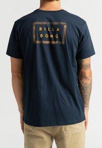 Billabong - DIE CUT THEME  - Print T-shirt - navy - 2