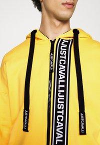 Just Cavalli - FELPA CON ZIP - Zip-up hoodie - vibrant yellow - 4