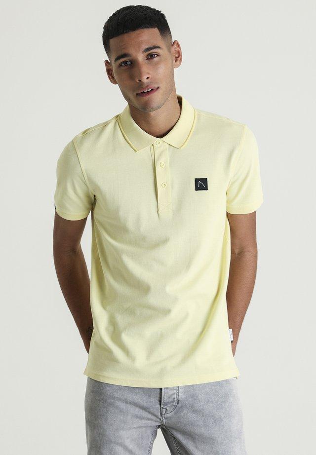 PLAYER - Polo shirt - yellow