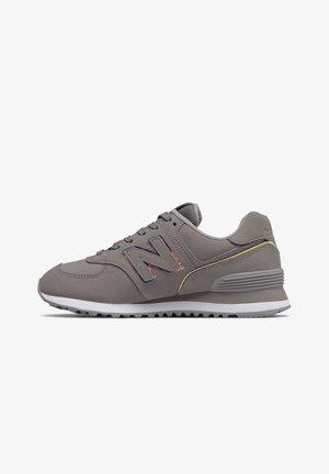 Sneakers - marblehead