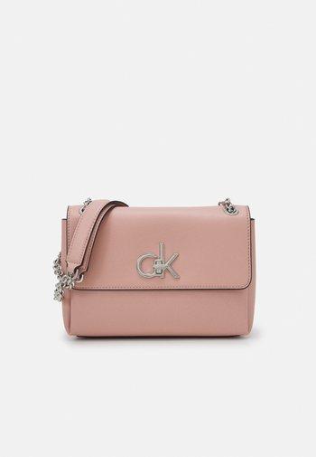 RELOCK FLAP XBODY - Handbag - blush