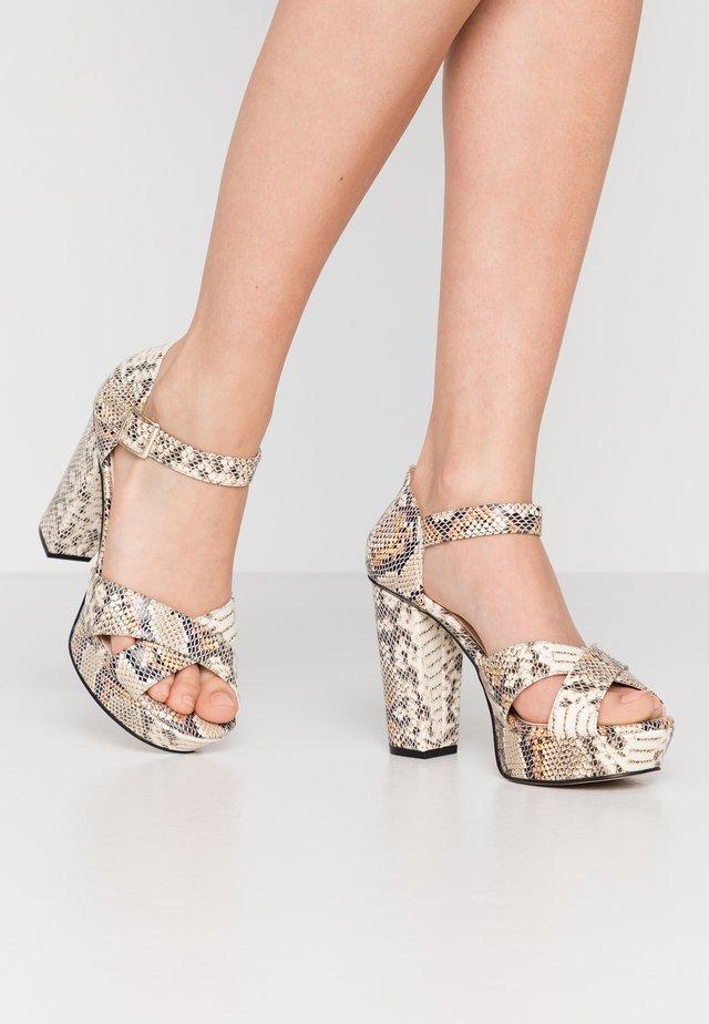 BIACARLY PLATEAU - Sandaler med høye hæler - multicolor