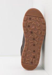 Lacoste - URBAN BREAKER - Sneakersy niskie - brown - 4