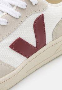 Veja - V-10 - Trainers - white/natural/marsala - 5