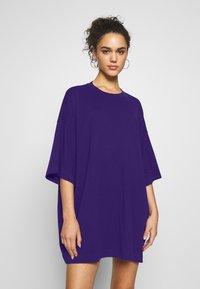 Weekday - HUGE - Basic T-shirt - dark purple - 0