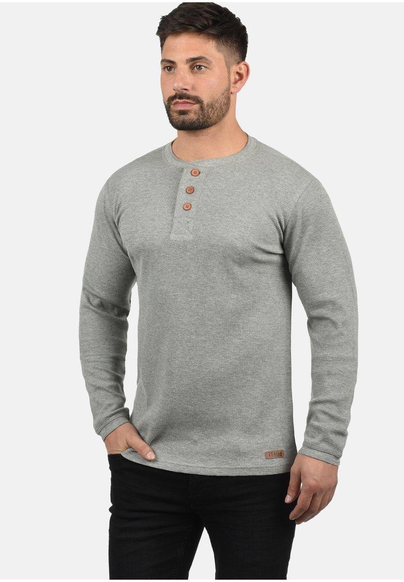 Solid - RUNDHALSSHIRT TOKATO - Long sleeved top - grey melange
