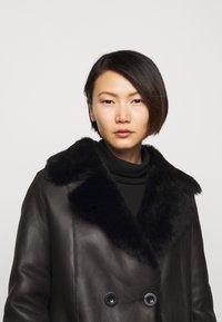 STUDIO ID - CAROLINE SHEARLING COAT - Classic coat - black - 5