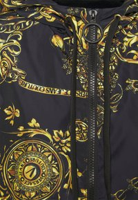 Versace Jeans Couture - OUTERWEAR - Summer jacket - black/gold - 2