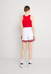 Jordan - ESSEN DIAMOND  - Shorts - white/university red - 2