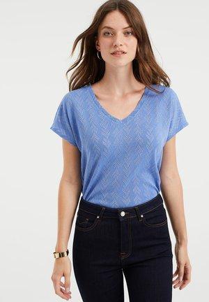 MET OPENGEWERKT DESSIN - Print T-shirt - bright blue