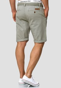 INDICODE JEANS - CASUAL FIT - Shorts - light grey - 2