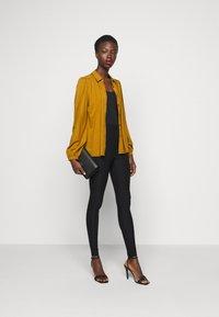 Vero Moda Tall - VMAUGUSTA SKINNY SOLID PANT TALL - Trousers - black - 1