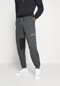adidas Originals - FIELD PANT - Tracksuit bottoms - dark grey - 0